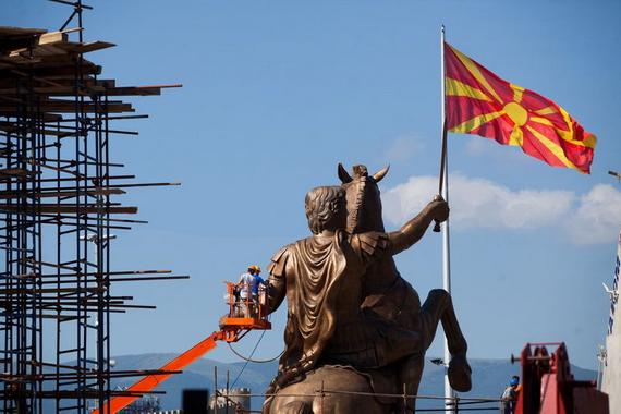 Skopje_pseudo-Macedonia_LIE_Alexander-the-Great-Statue_in-center-square-Skopje_28-1_x570x